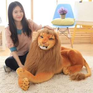 Lion géant en peluche